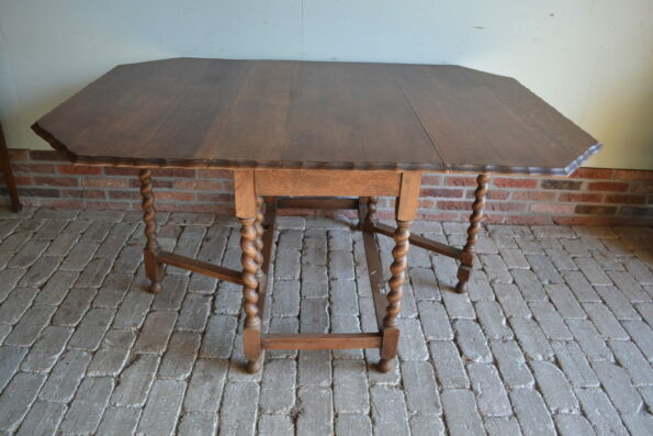 antieke hangoortafel, antieke sidetable, antieke wangentafel, antieke wandtafel, antieke gateleg, antiek bureau, antiek buro