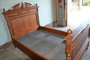 antiek bed, antiek ledikant, antieke twijfelaar
